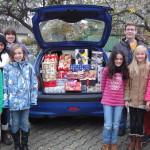 Kinder helfen Kindern - und spenden einen Kofferraum voller Geschenke!